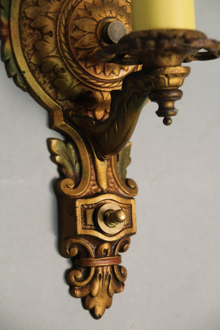 Early 20th Century 1 of 3 Polychrome 1920s Single Sconce For Sale