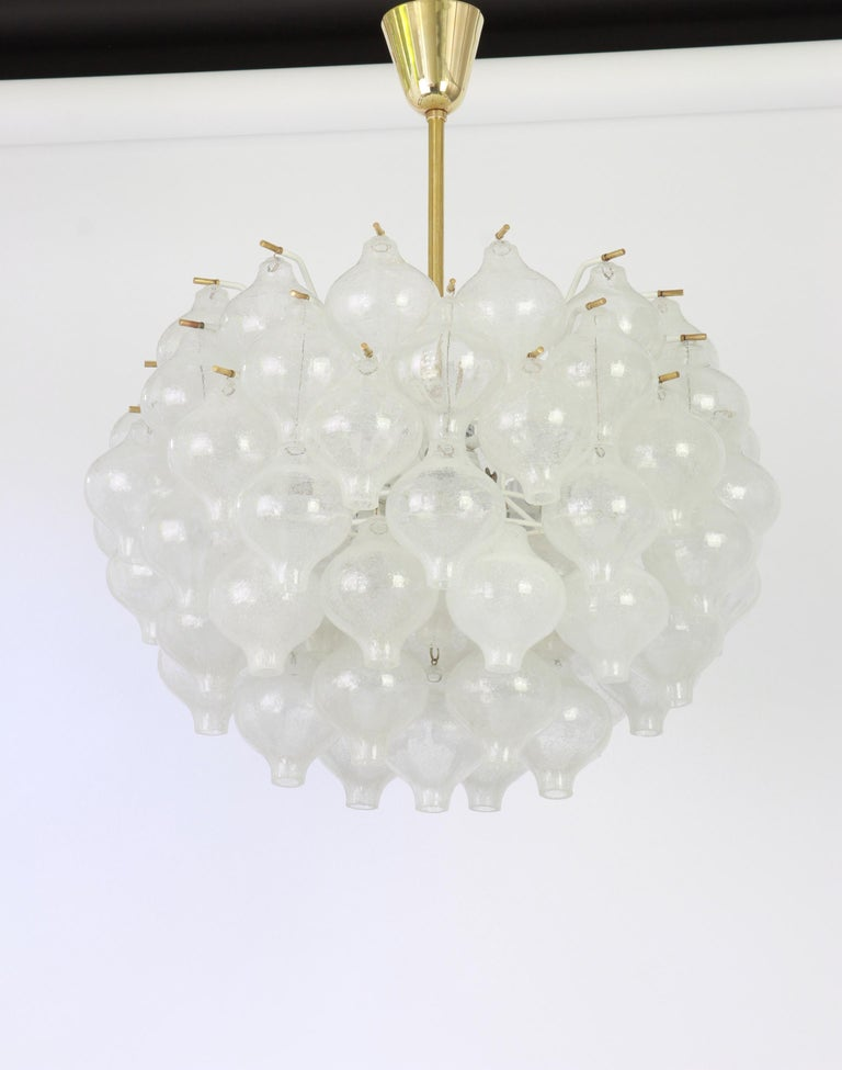 1 of 5 Large Tulipan Glass Chandelier by Kalmar, Austria, 1960s For Sale 8