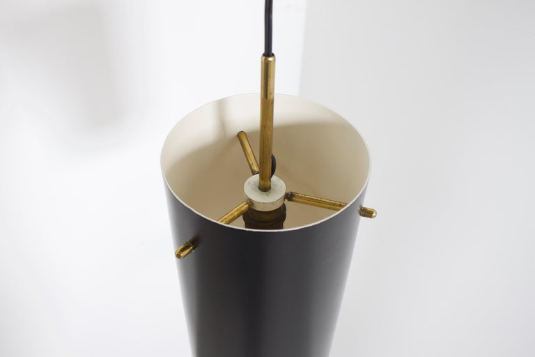 1 of 6 Cylindrical Metal and Brass Stilnovo Pendants, Italy, 1950s  In Good Condition For Sale In Echt, NL