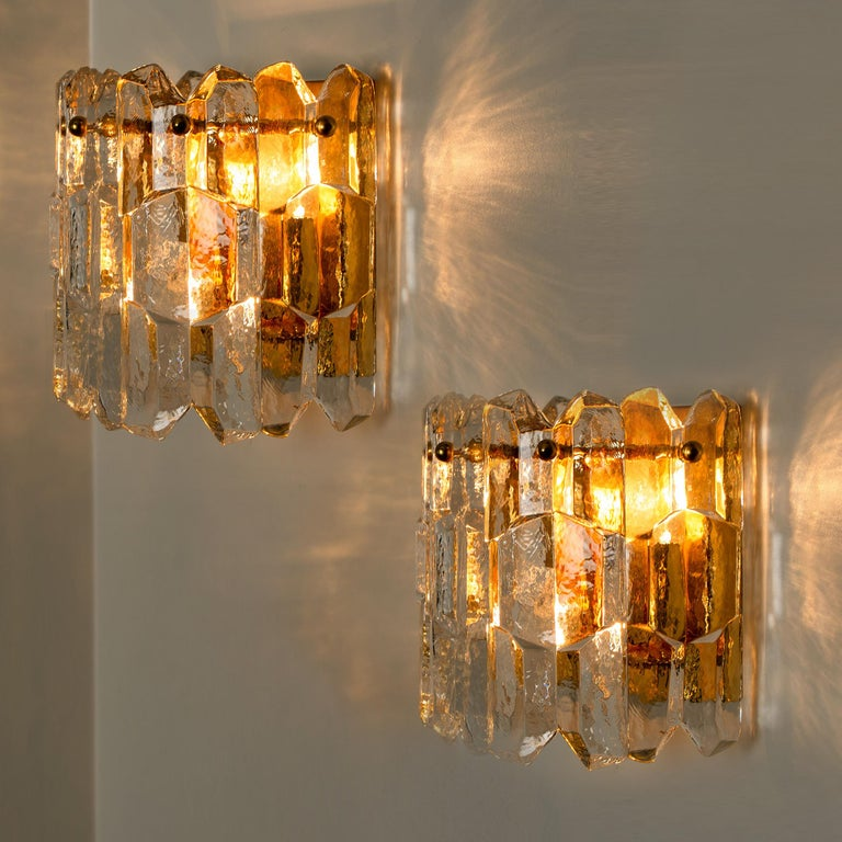 1 of the 4 high-end and handmade gilt brass 24-karat gold-plated wall lights made by Kalmar in Austria. This model