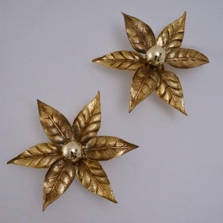 1 of the 6 Massive Brass Flower Wall Lights, Willy Daro Style, 1970s In Good Condition For Sale In Rijssen, NL