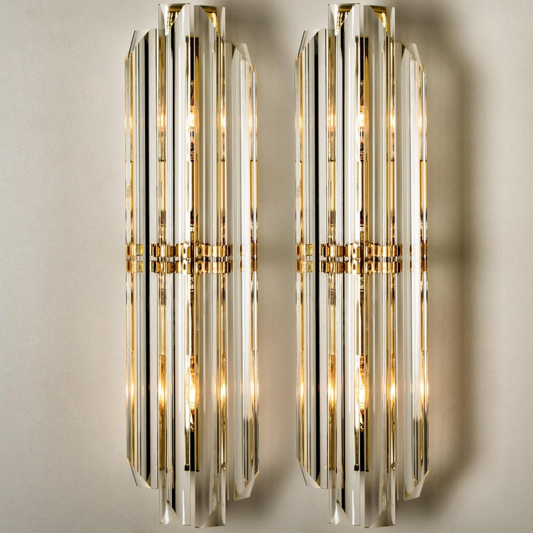 1 of the 6 Venini Style Murano Glass and Gilt Brass Sconces, Italy In Good Condition For Sale In Rijssen, NL