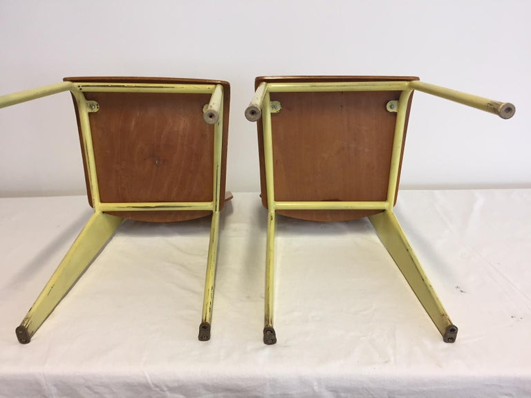 1 Pair Jean Prouvé Semi-Metal No. 305 Chairs Colour Yellow In Good Condition For Sale In Hamburg, DE