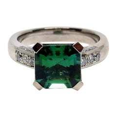 1 Very Fine Green Tourmaline 18 Carat White Gold Ring with Diamonds