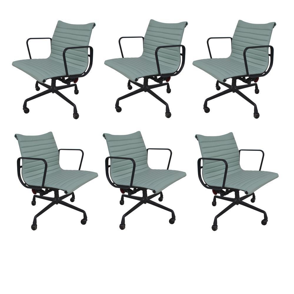 1 Restored Vintage Eames Aluminum Group Desk Chair