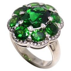 1 White Gold Ring 18 Karat with 1 Chromtourmaline + 8 Tsavorites + 48 Diamonds