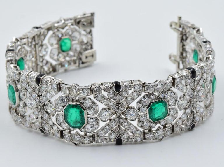Women's 10 Carat Columbian Emerald Bracelet in Platinum AGL Certified 20 Carat 1920s Era For Sale