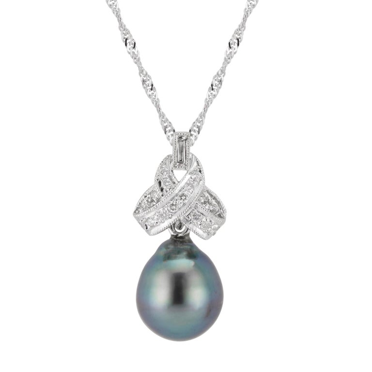 .10 Carat Diamond Black South Sea Pearl White Gold Pendant Necklace In Excellent Condition For Sale In Stamford, CT