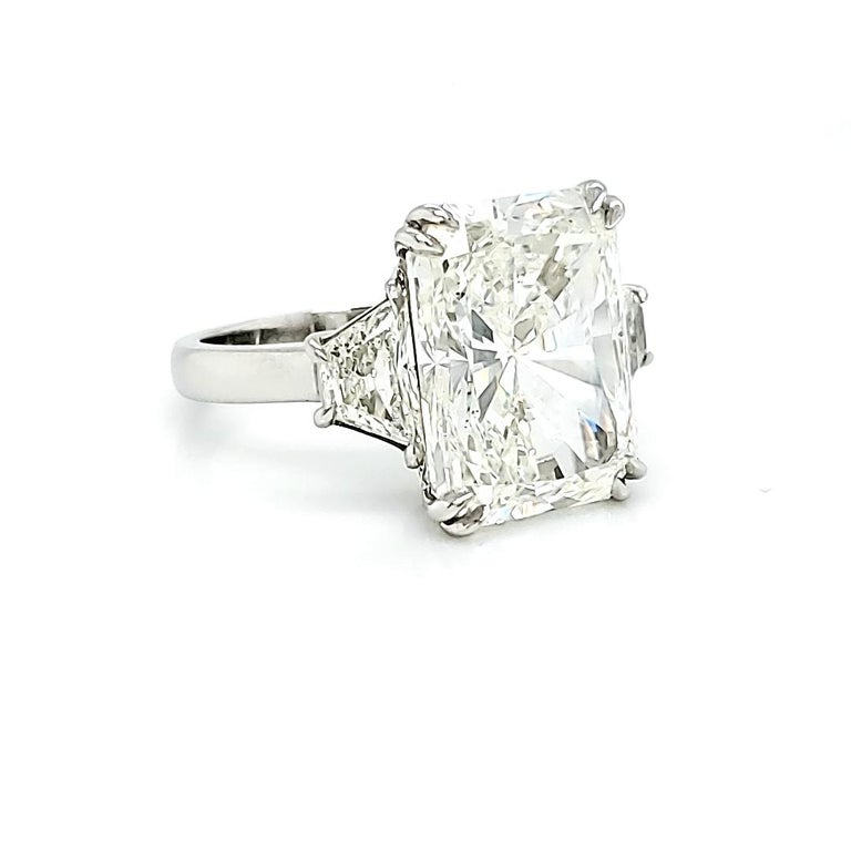 Modern 10 Carat Diamond Ring, Three-Stone Engagement Ring, Trapezoid, Radiant, 11 Carat For Sale