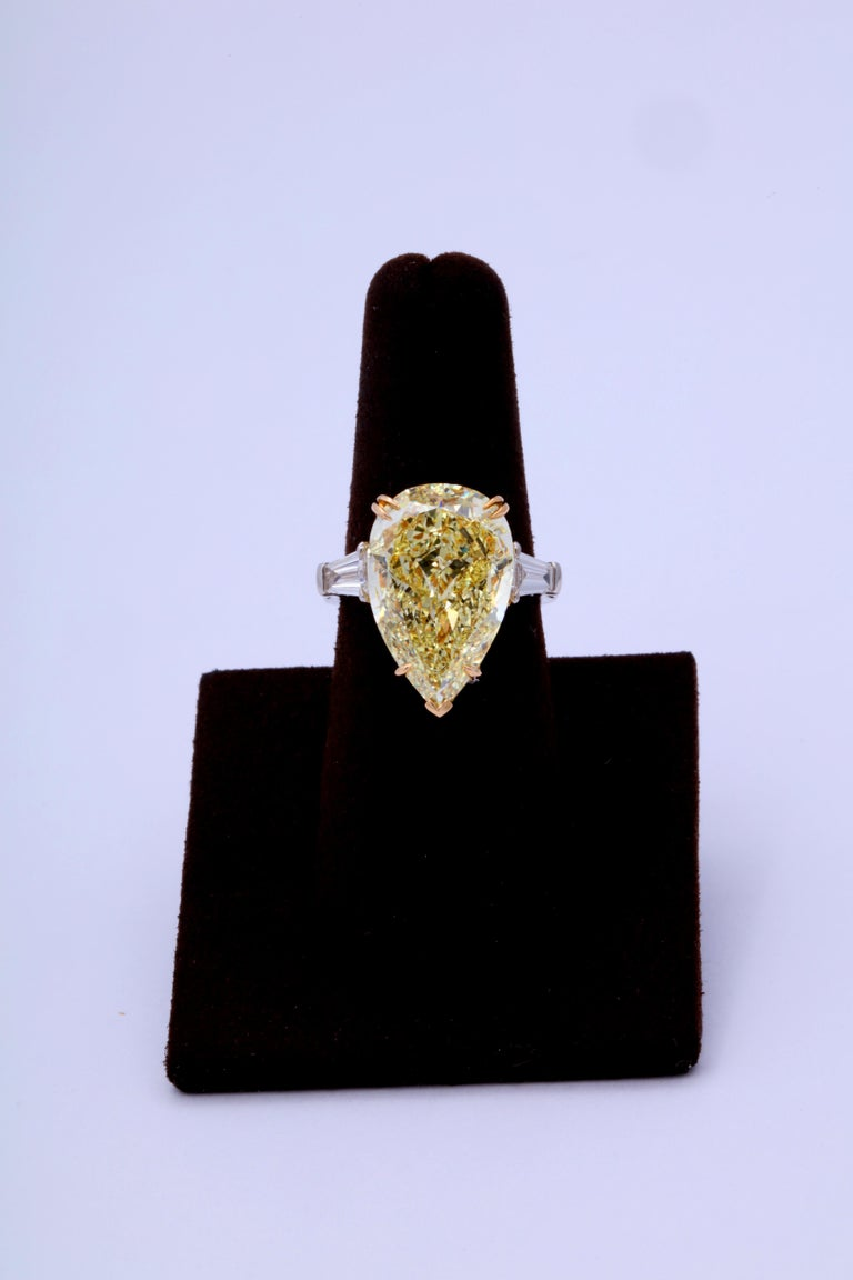 10 Carat Fancy Yellow Pear Shape Ring GIA Certified In New Condition For Sale In New York, NY