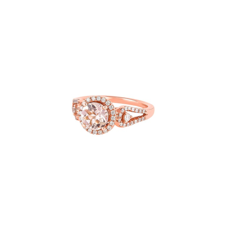 Contemporary 1.0 Carat Morganite and Diamond Ring in 18 Karat Rose Gold For Sale