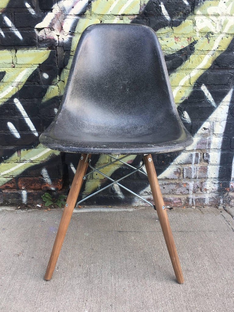 10 Multicolored Herman Miller Eames Dining Chairs In Good Condition For Sale In Brooklyn, NY