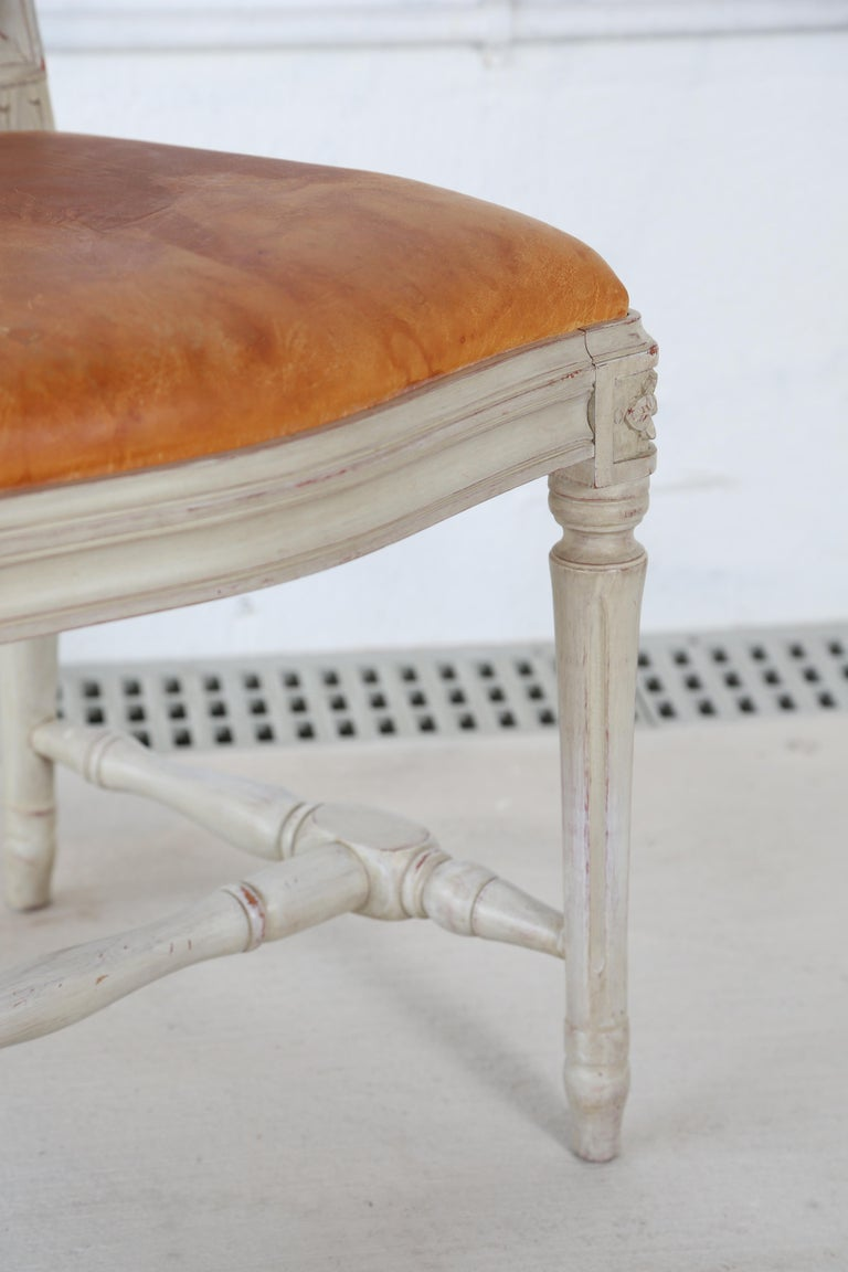 10 Swedish Gustavian Style painted Dinning Chairs, Mid-20th Century In Good Condition For Sale In West Palm Beach, FL
