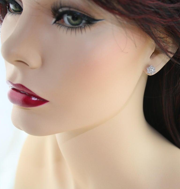 Round Cut 1.00 Carat Diamond Flower Gold Stud Earrings For Sale