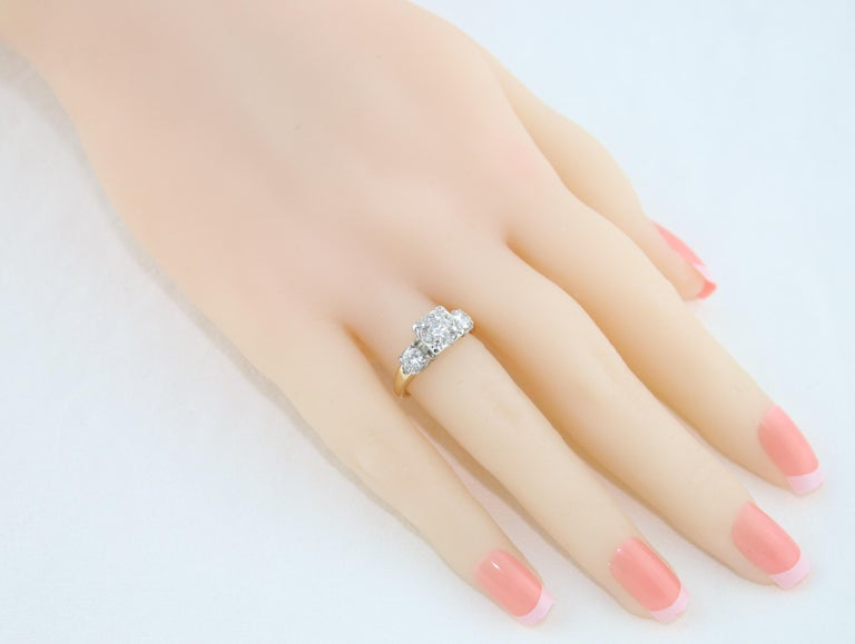 Contemporary 1.00 Carat Diamond Three-Stone Gold Ring For Sale