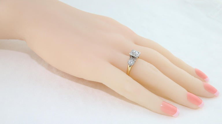 1.00 Carat Diamond Three-Stone Gold Ring In New Condition For Sale In New York, NY