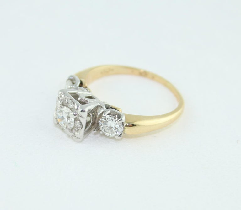 1.00 Carat Diamond Three-Stone Gold Ring For Sale 1