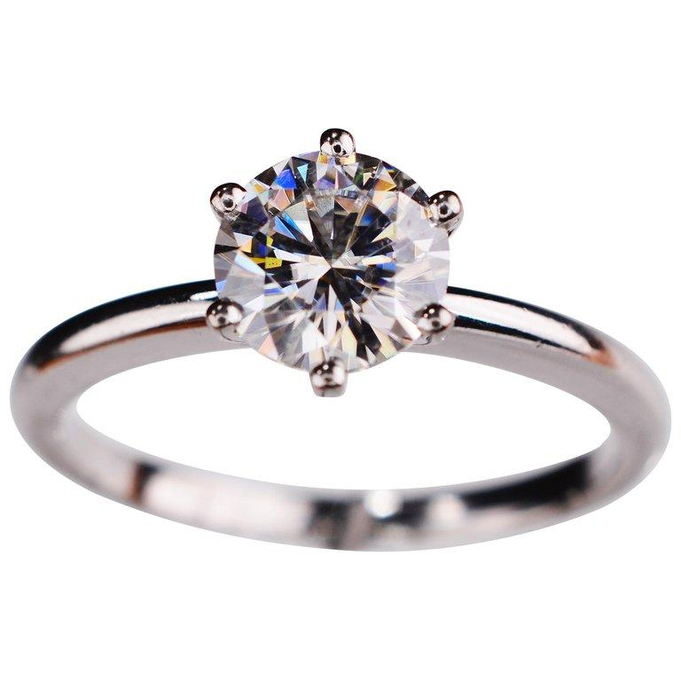 1.00 Carat Round Cut Moissanite 18 Karat White Gold Engagement Ring For Sale