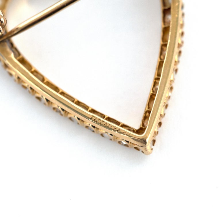 1.00 Carat Total Weight Diamond Yellow Gold Brooch In Good Condition For Sale In New York, NY