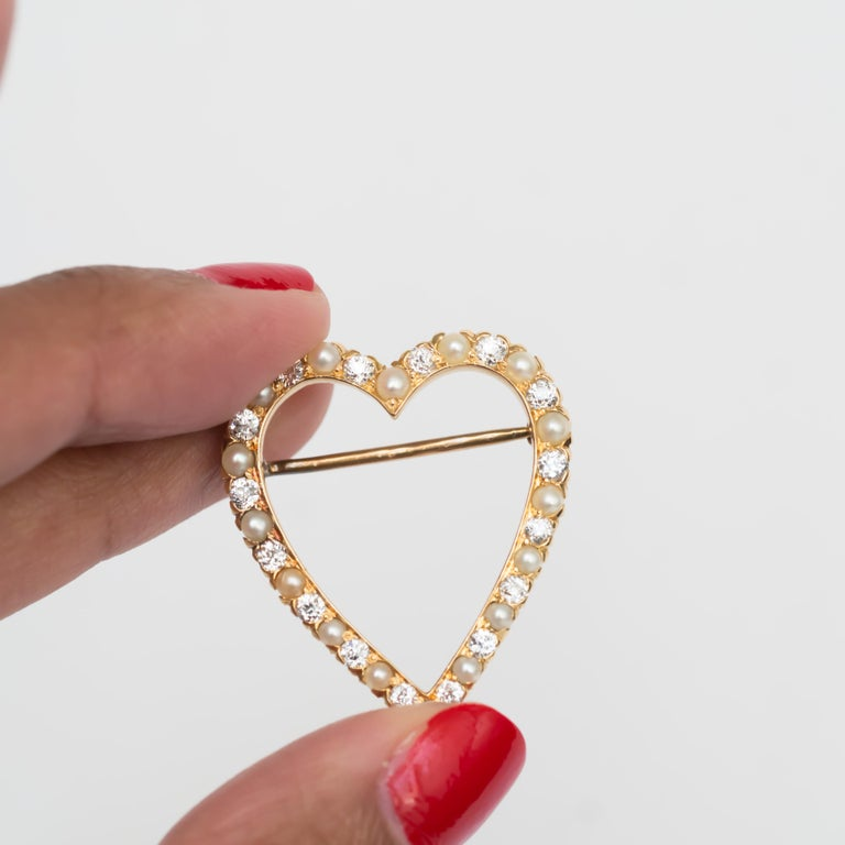 1.00 Carat Total Weight Diamond Yellow Gold Brooch For Sale 1