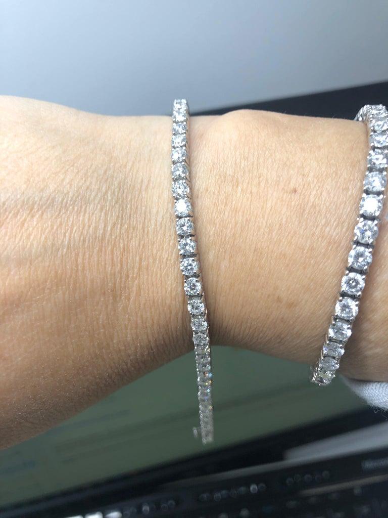 Round Cut 6.00 Carat Diamond Tennis Bracelet in White gold For Sale