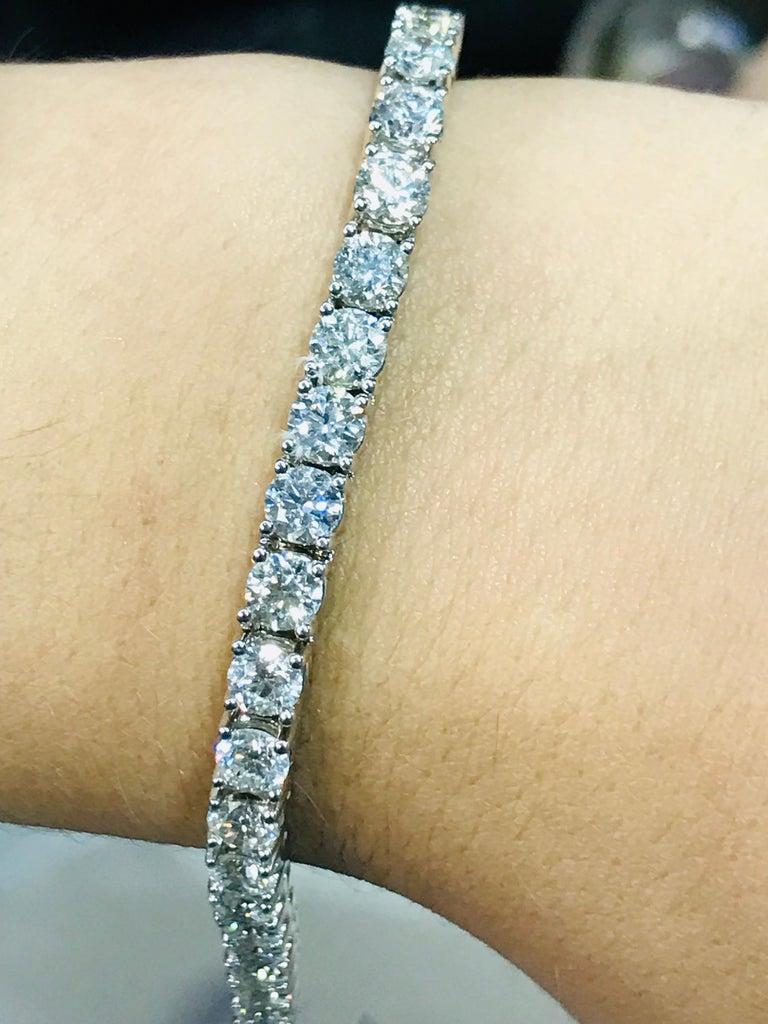 Women's 6.00 Carat Diamond Tennis Bracelet in White gold For Sale