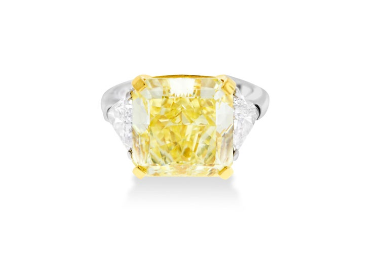 Women's 10.01 Fancy Yellow GIA Certified Radiant Cut Diamond Engagement Ring For Sale