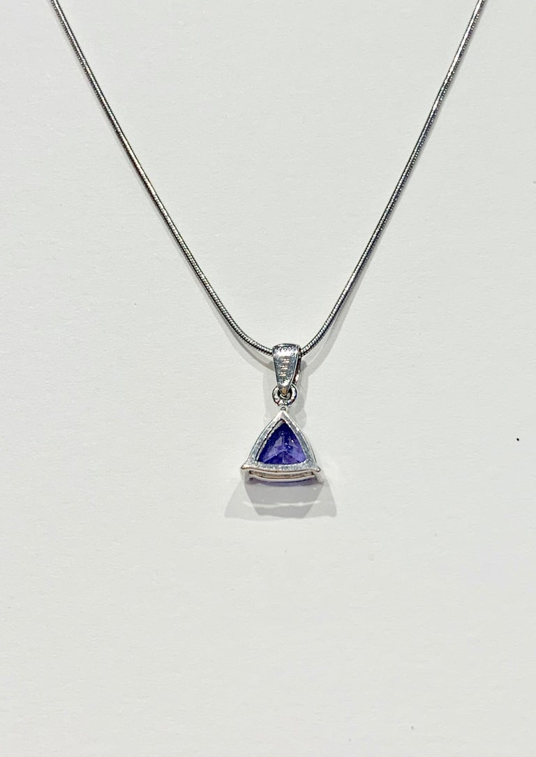 1.00ct Trillion Cut Tanzanite Pendant in 18ct White Gold with 18ct Snake Chain In New Condition For Sale In Chislehurst, Kent