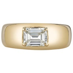1.00 Carat Emerald Cut Diamond in a Handcrafted 18 Karat Yellow Gold Ring