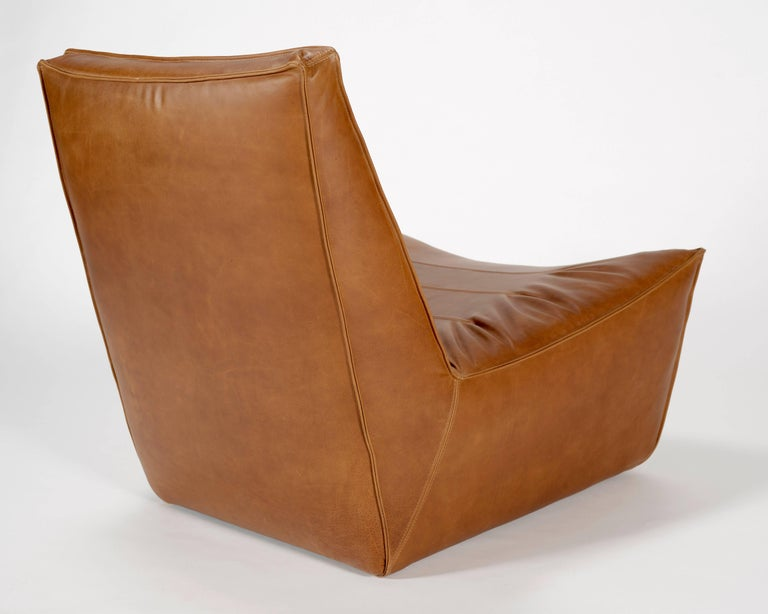 American 100xbtr Contemporary Pinch Lounge Chair in Whiskey Leather For Sale