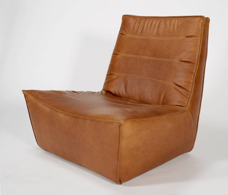 100xbtr Contemporary Pinch Lounge Chair in Whiskey Leather In New Condition For Sale In South Pasadena, CA