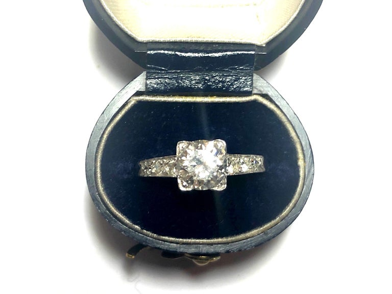 1.01 Carat Brilliant Cut Diamond Platinum Ring For Sale 5