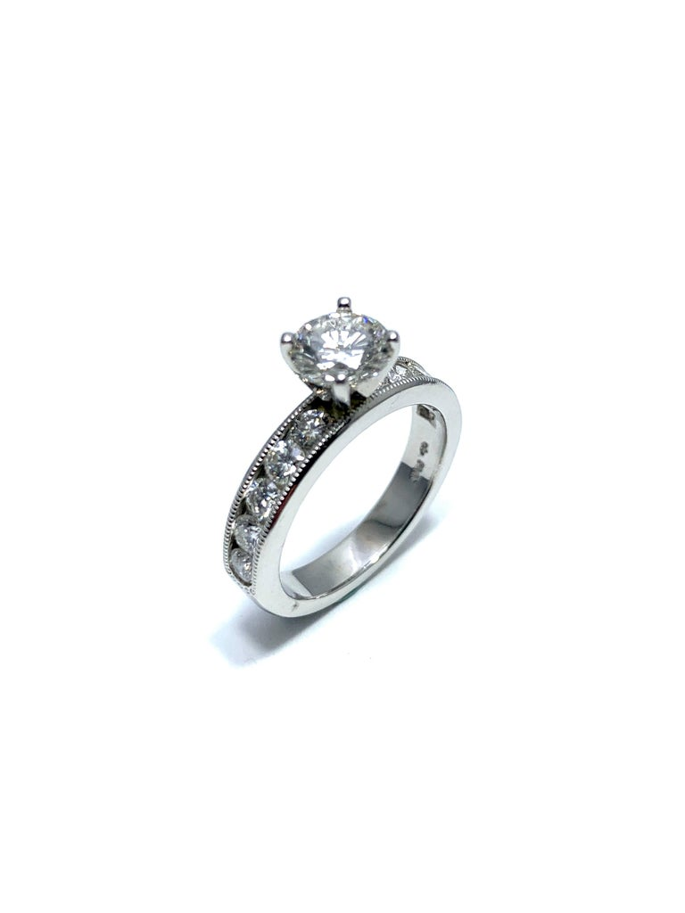 Women's or Men's 1.01 Carat Round Brilliant Cut Diamond and Platinum Engagement Ring For Sale