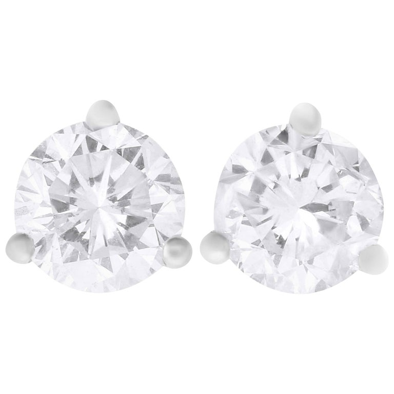 1.01 Carat Round Diamond Stud Earring For Sale