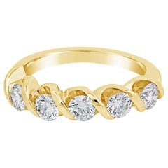 1.01 Carat Round Diamond Twisting Wedding Band in 18 Karat Yellow Gold