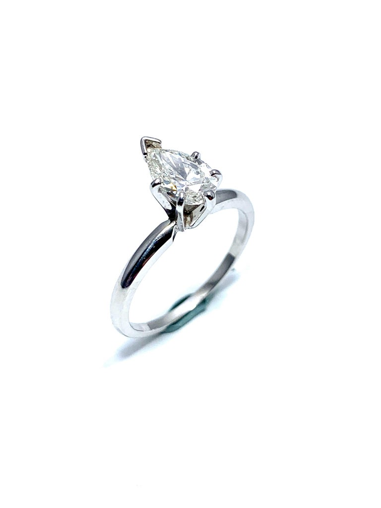 1.02 Carat Pear Brilliant Cut Diamond and Platinum Engagement Ring For Sale 2