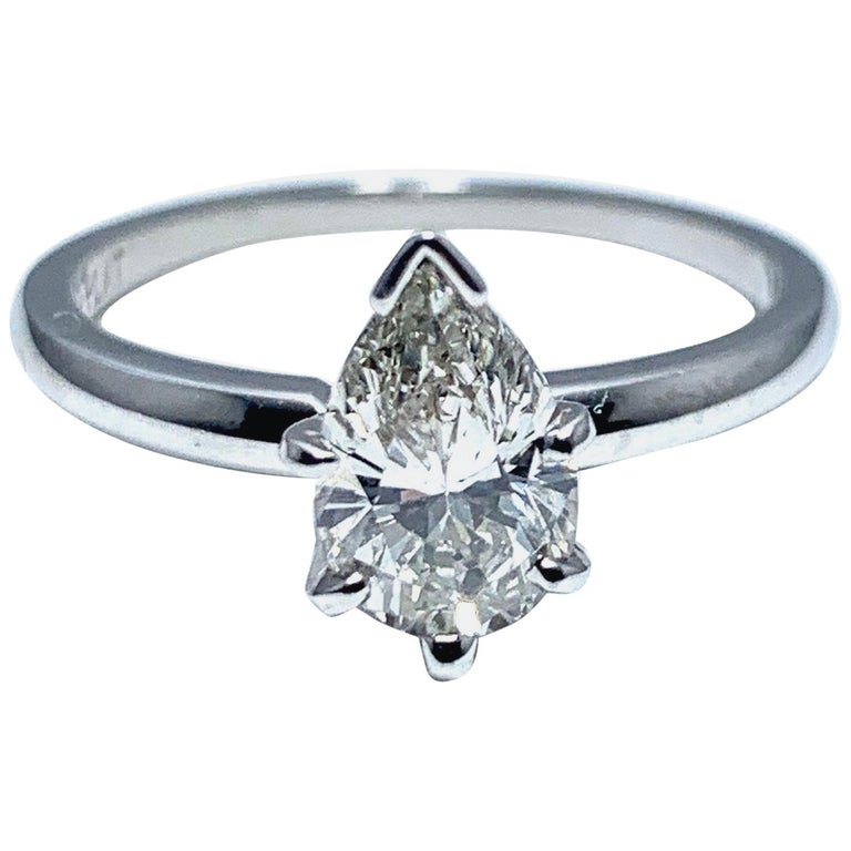 1.02 Carat Pear Brilliant Cut Diamond and Platinum Engagement Ring For Sale