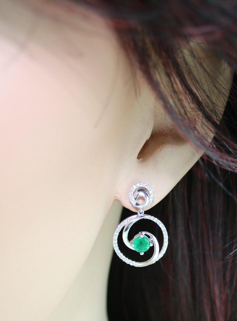 Women's 1.02 Carat Emerald Diamond Gold Dangle Swirl Earrings For Sale