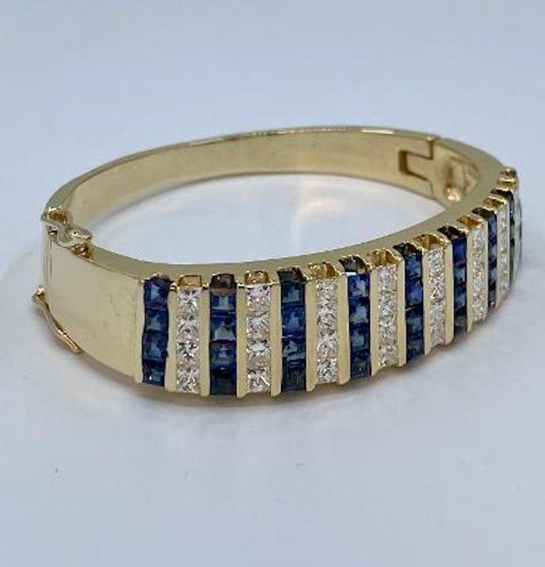 Contemporary 10.20 Carat Princess Cut Diamond and Sapphire Yellow Gold Bangle Bracelet For Sale