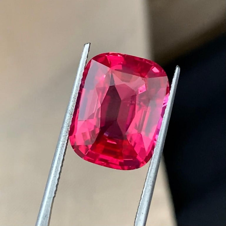 Extremely rare Mahenge spinel from Tanzania with fascinating color.  The stone with such size and quality is now simply impossible to find on the market.  Spinel Mahenge is mined in only one place in the world - in Tanzania, now, due to the