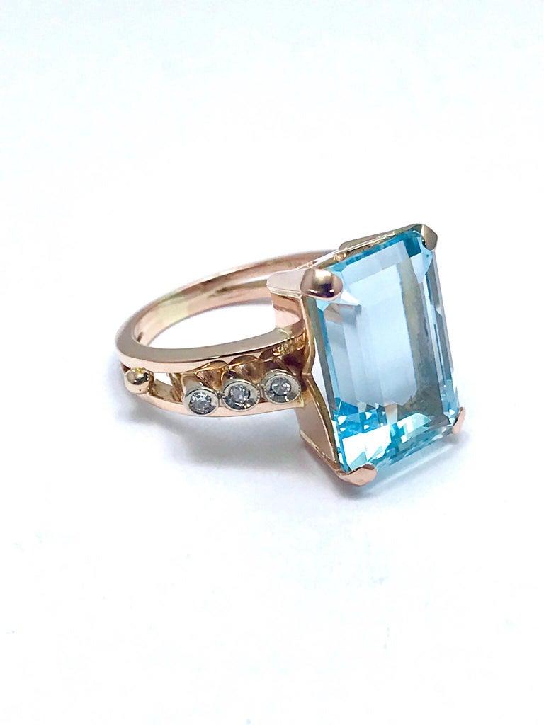 10.46 Carat Emerald Cut Aquamarine and Round Diamond Rose Gold Retro Ring 6