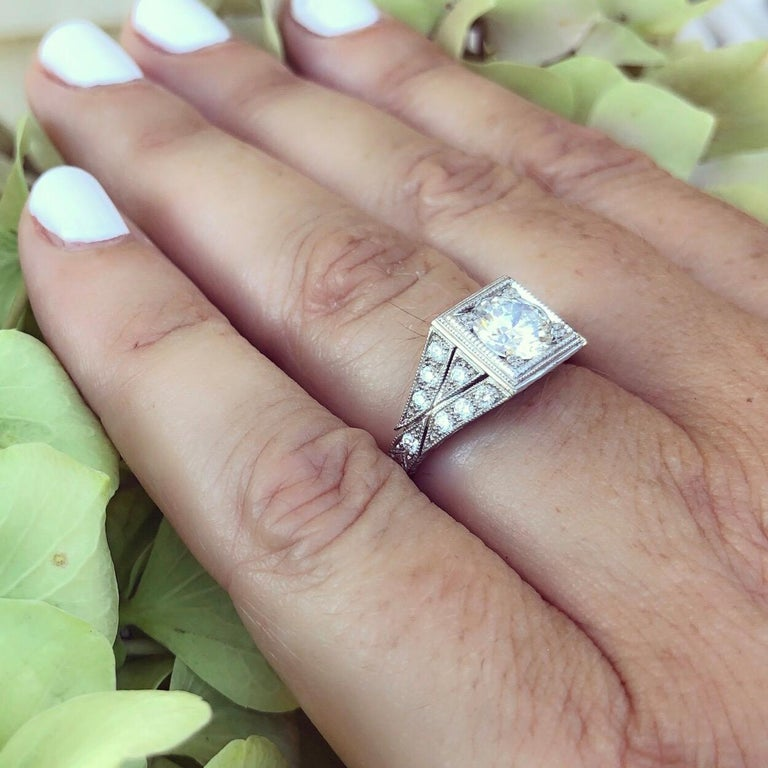 Round Cut 1.05 Carat GIA Certified Diamond Platinum Ring For Sale