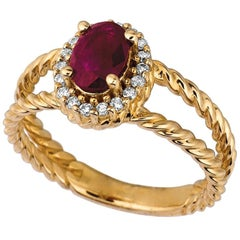 1.05 Carat Natural Ruby and Diamond Oval Ring 14 Karat Yellow Gold
