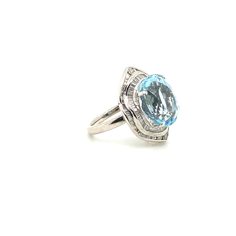 10.50 Carat Aquamarine with 1.50 Carats of Diamonds In Excellent Condition In Carlsbad, CA