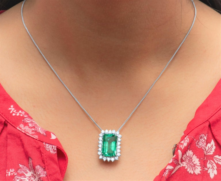10.60 Carat Total Emerald Cut Colombian Emerald and 1.50 Carat Diamonds, Pendant In New Condition For Sale In Houston, TX