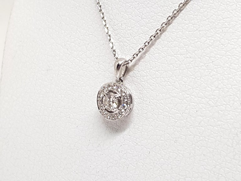 1.07 Carat White Gold Necklace Diamond Halo Solitaire Pendant In New Condition For Sale In Antwerp, BE