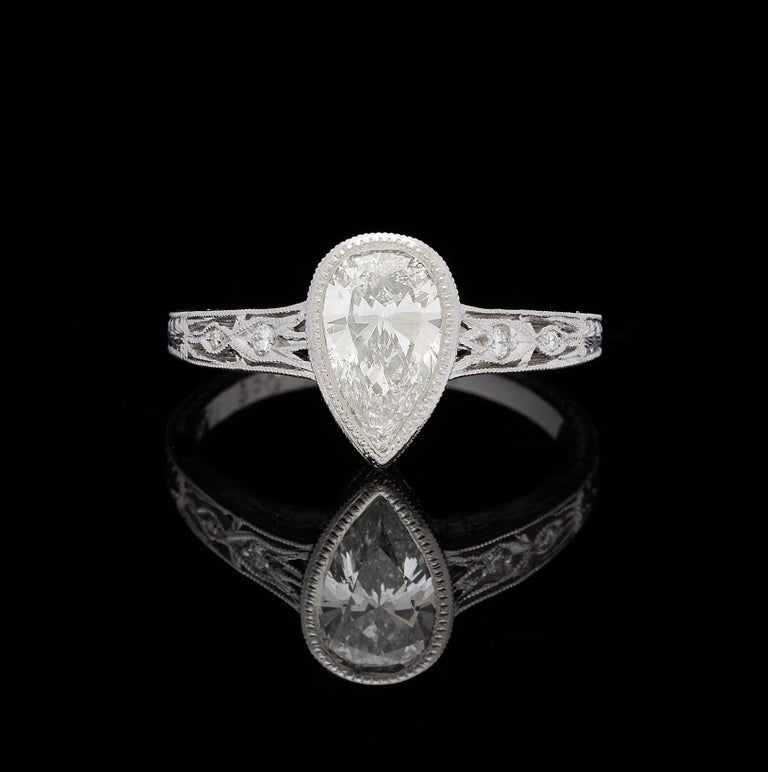 1.08 Carat Pear Shape Diamond Platinum Ring In New Condition For Sale In San Francisco, CA