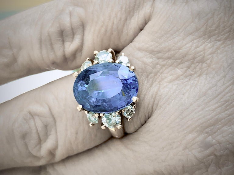 Hand made set with six round brilliant cut diamonds weight0 0.86 carats, centering a big 9.94 carat Natural Ceylon Sapphire,