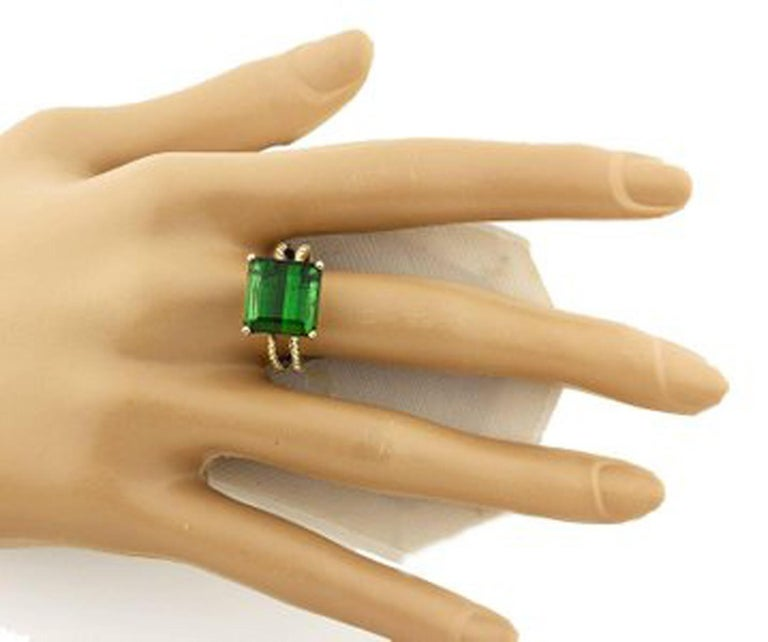 Women's or Men's Gemjunky Translucent 10.96 Cts Glittering Green Tourmaline 14Kt Yellow Gold Ring For Sale
