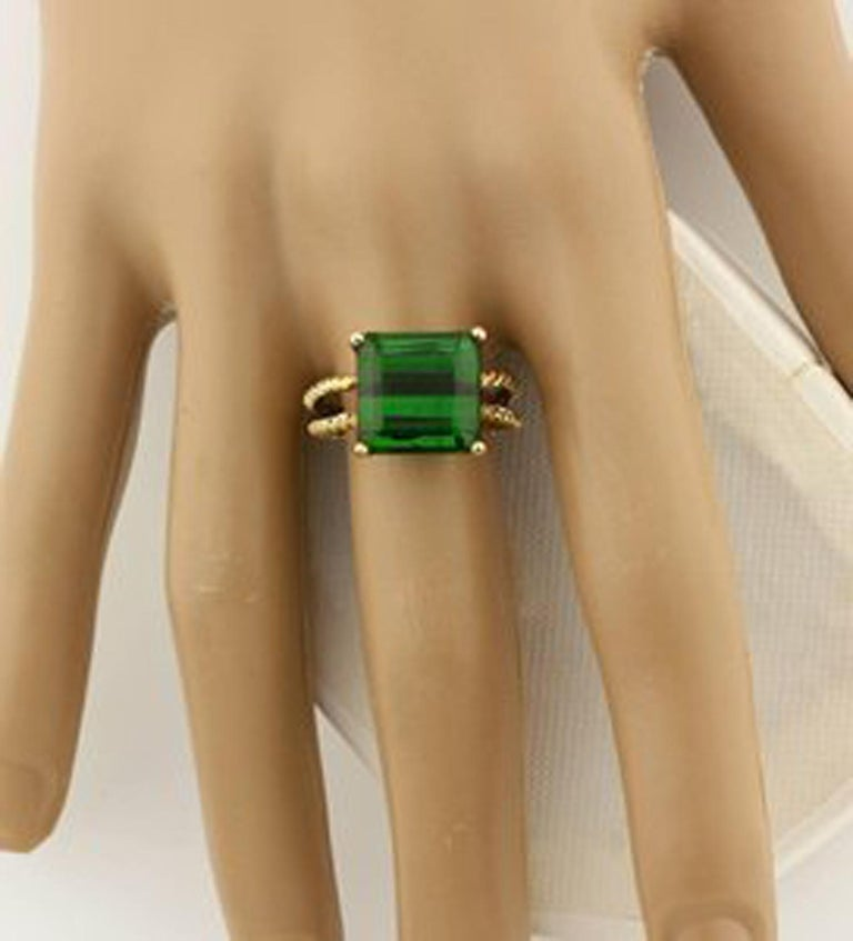 Gemjunky Translucent 10.96 Cts Glittering Green Tourmaline 14Kt Yellow Gold Ring For Sale 1
